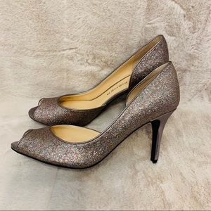 Marc Fisher Size 8 Sparkly Gray Silver Pumps